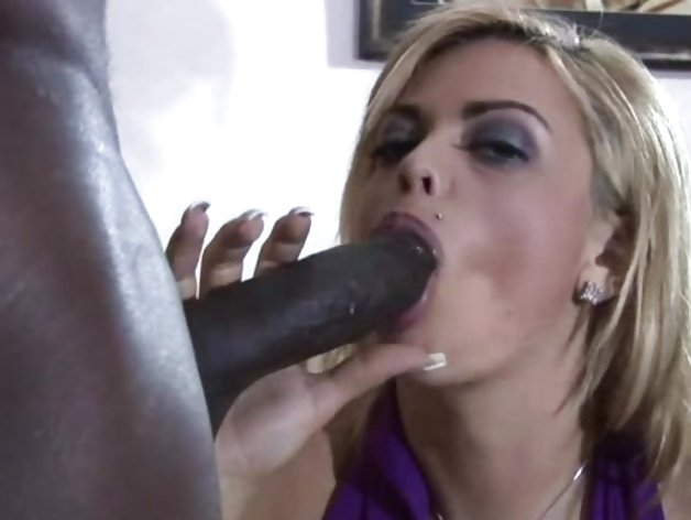 Starla Sterling wraps her lips round this huge dick