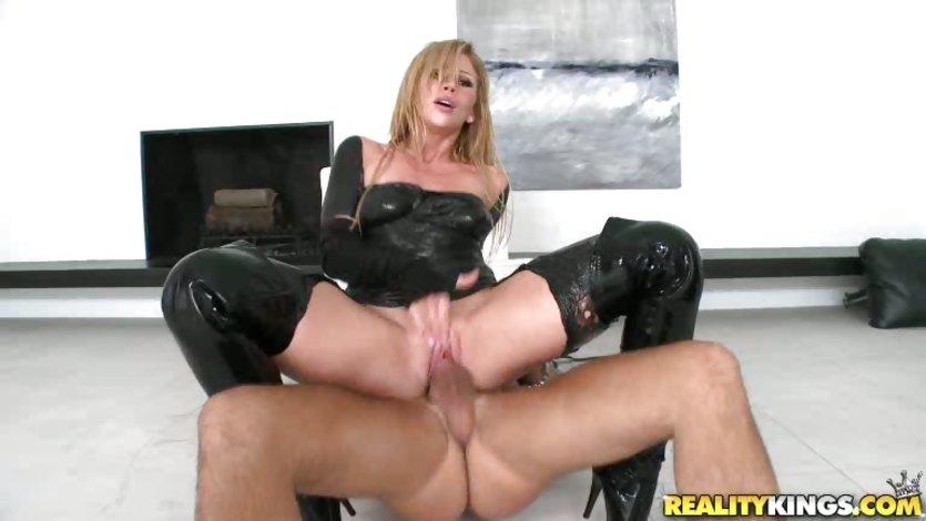 Cock riding Brooklyn Lee grinds twat to orgasm