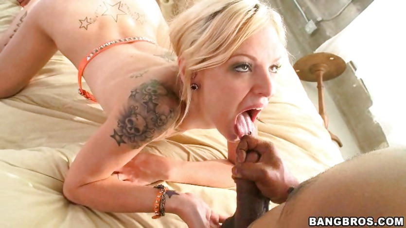 Cum loving Faye Runaway welcomes a hot load in her eager mouth