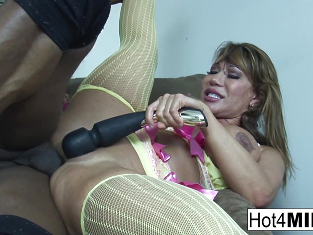 Horny babe Ava Devine gets her ass pummelled