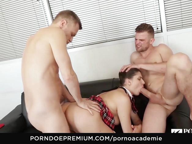 Sexy Francesca Di Caprio anal threesome