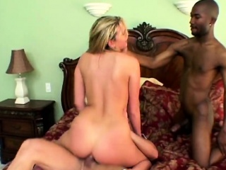 Blonde slut fucks in interracial threesome and gets asshole